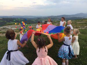 Animacje dla dzieci w Bielsko-Biała i Żywiec. Malowanie twarzy i modelowanie balonów. Całonocna opieka dla dzieci w czasie imprezy.